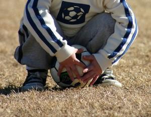もしかして熱中症?食中毒?サッカー少年の夏のトラブルを重症化させないための4つの対処